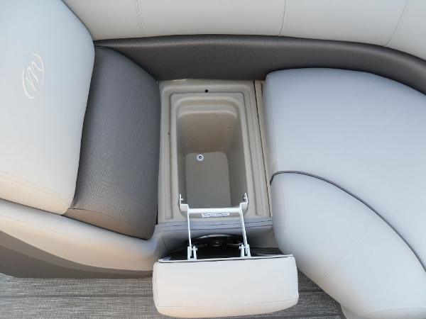 2021 Manitou boat for sale, model of the boat is RF 23 Oasis SHP 373 & Image # 7 of 34