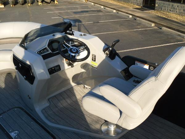 2021 Manitou boat for sale, model of the boat is RF 23 Oasis SHP 373 & Image # 24 of 34