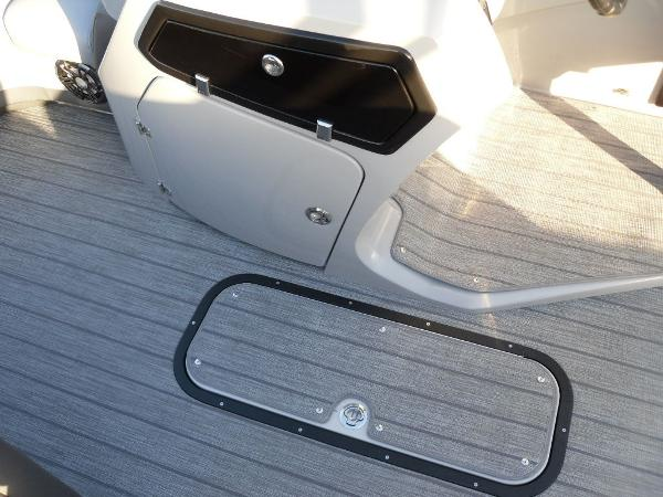 2021 Manitou boat for sale, model of the boat is RF 23 Oasis SHP 373 & Image # 31 of 34