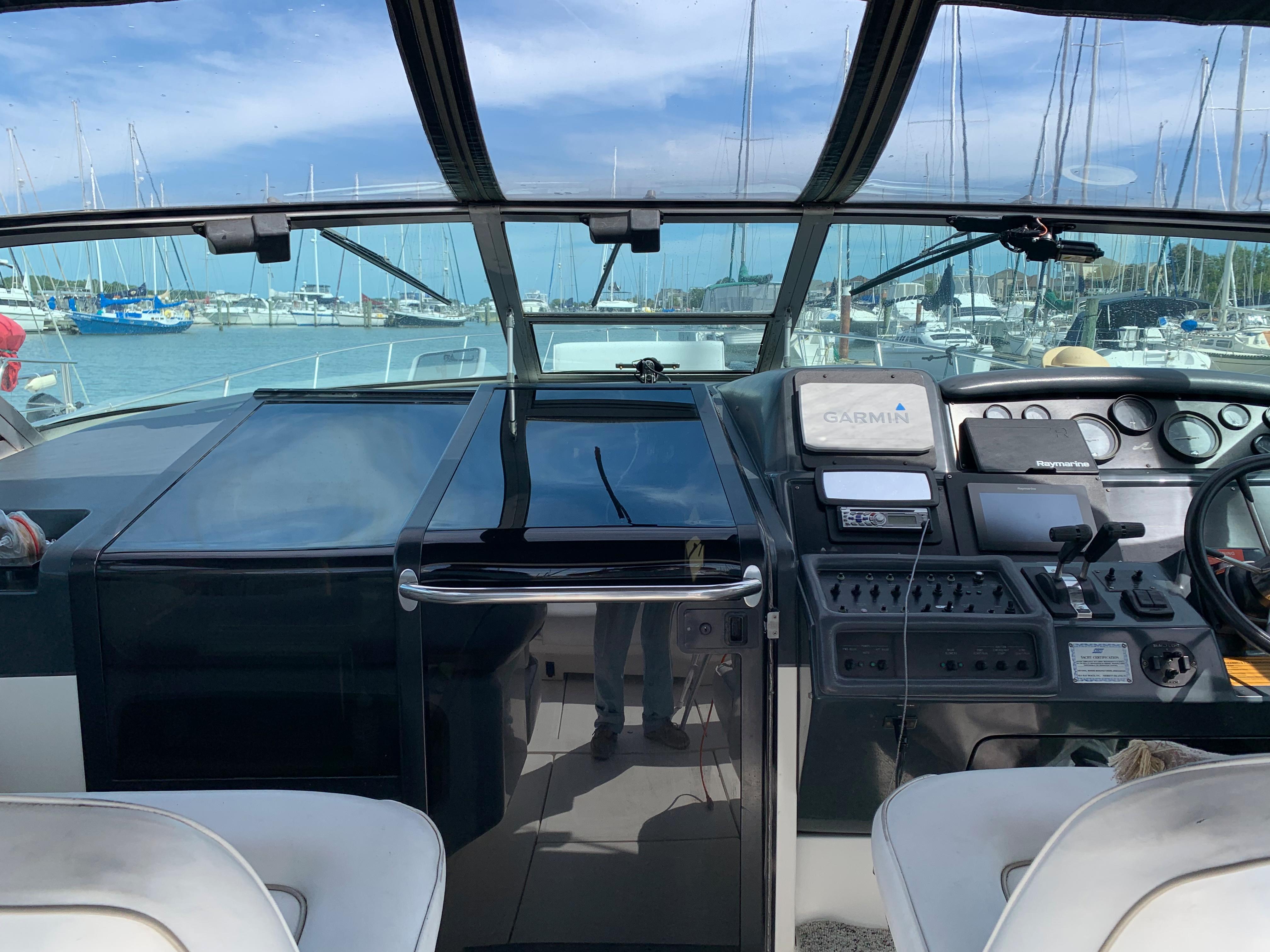 V 6539 BD Knot 10 Yacht Sales
