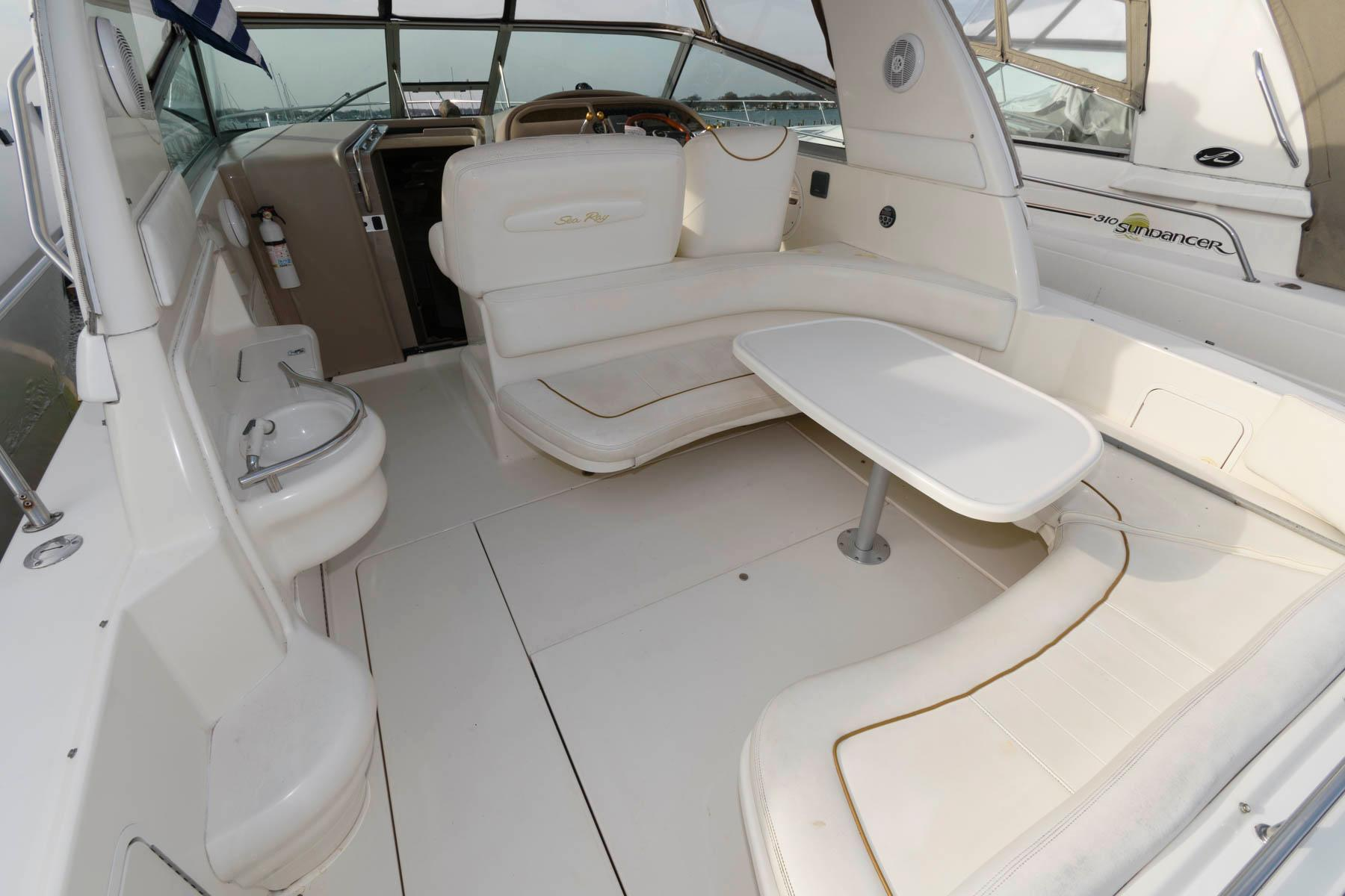 M 5848 SK Knot 10 Yacht Sales
