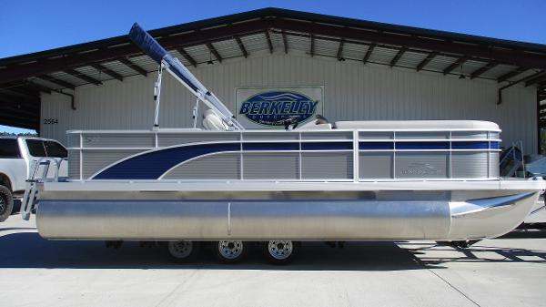 2021 Bennington boat for sale, model of the boat is 22 SS & Image # 3 of 46