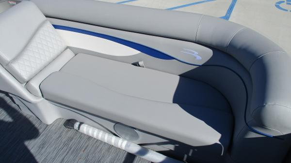 2021 Bennington boat for sale, model of the boat is 22 SS & Image # 11 of 46