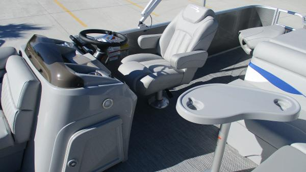 2021 Bennington boat for sale, model of the boat is 22 SS & Image # 12 of 46