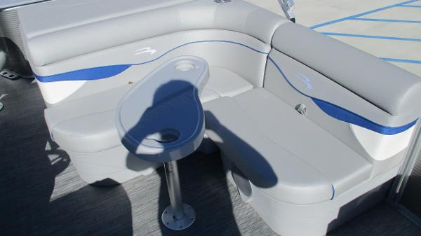 2021 Bennington boat for sale, model of the boat is 22 SS & Image # 13 of 46