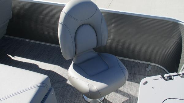 2021 Bennington boat for sale, model of the boat is 22 SS & Image # 18 of 46