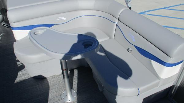 2021 Bennington boat for sale, model of the boat is 22 SS & Image # 23 of 46