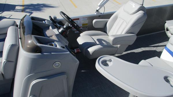 2021 Bennington boat for sale, model of the boat is 22 SS & Image # 29 of 46