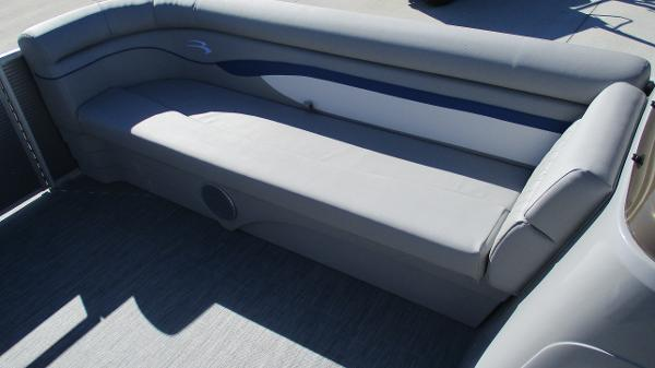 2021 Bennington boat for sale, model of the boat is 22 SS & Image # 35 of 46