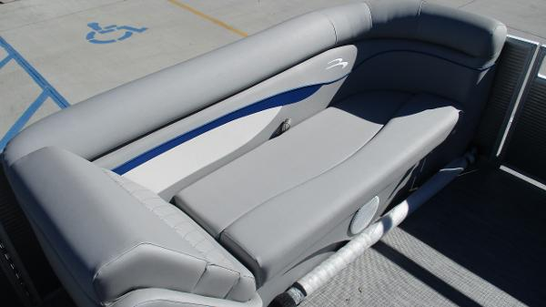 2021 Bennington boat for sale, model of the boat is 22 SS & Image # 37 of 46