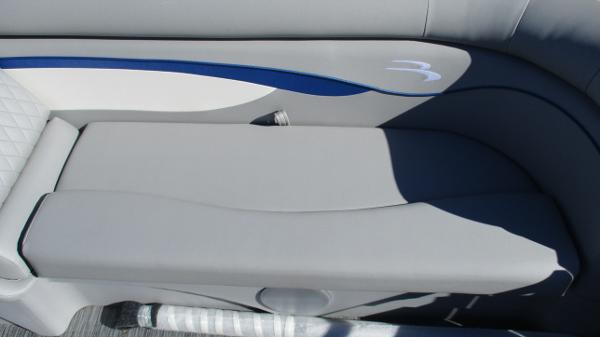 2021 Bennington boat for sale, model of the boat is 22 SS & Image # 40 of 46