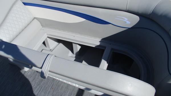 2021 Bennington boat for sale, model of the boat is 22 SS & Image # 41 of 46