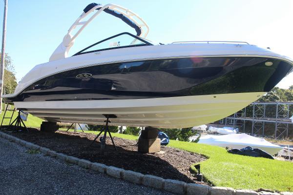 2022 SEA RAY 250 SDX Outboard