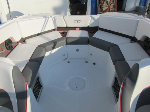 2021 Tahoe boat for sale, model of the boat is 210 S & Image # 21 of 40