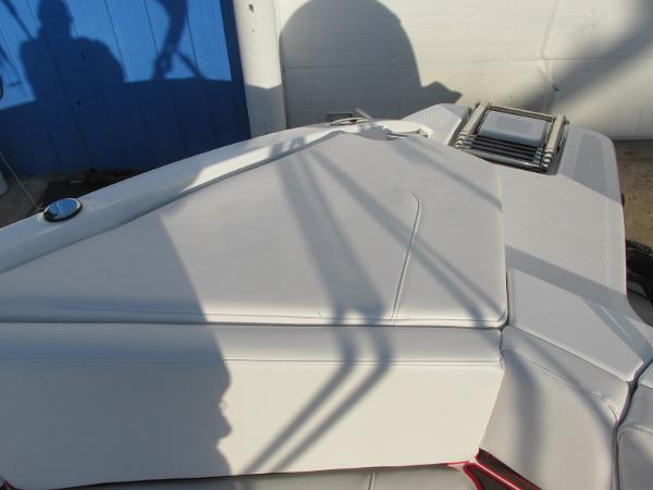 2021 Tahoe boat for sale, model of the boat is 210 S & Image # 28 of 40