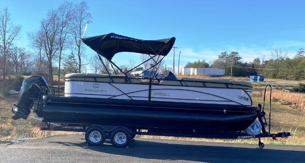 2021 Regency boat for sale, model of the boat is 230 DL3 & Image # 1 of 26