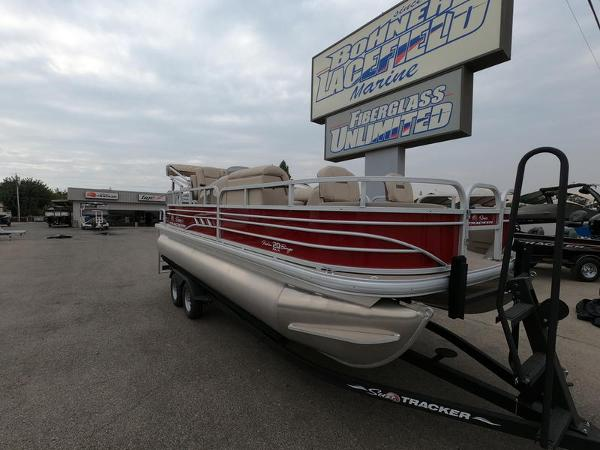 2021 Sun Tracker boat for sale, model of the boat is Fishin' Barge 20 DLX & Image # 2 of 15
