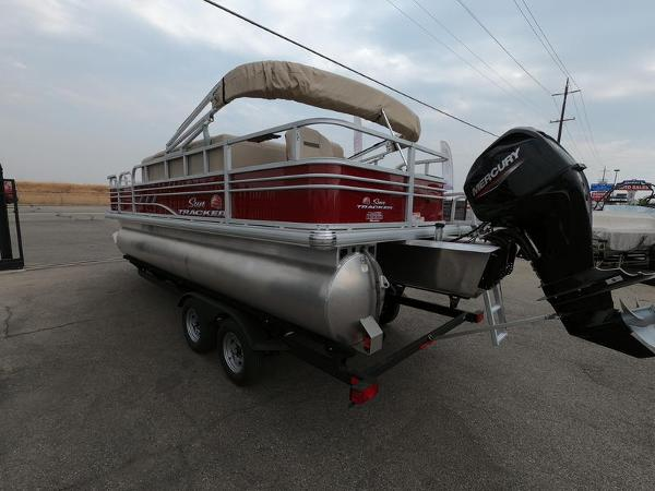 2021 Sun Tracker boat for sale, model of the boat is Fishin' Barge 20 DLX & Image # 4 of 15