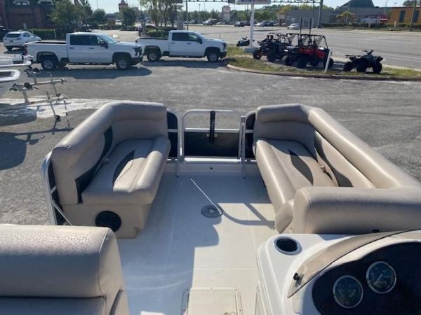 2015 Hurricane boat for sale, model of the boat is 196 FUNDECK & Image # 8 of 23