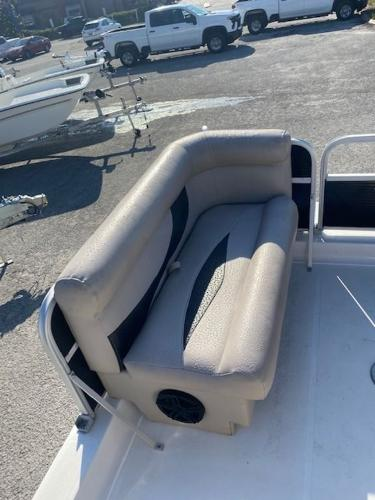 2015 Hurricane boat for sale, model of the boat is 196 FUNDECK & Image # 22 of 23