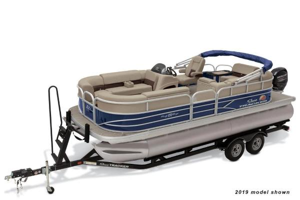 2021 Sun Tracker boat for sale, model of the boat is Party Barge 20 DLX & Image # 1 of 3
