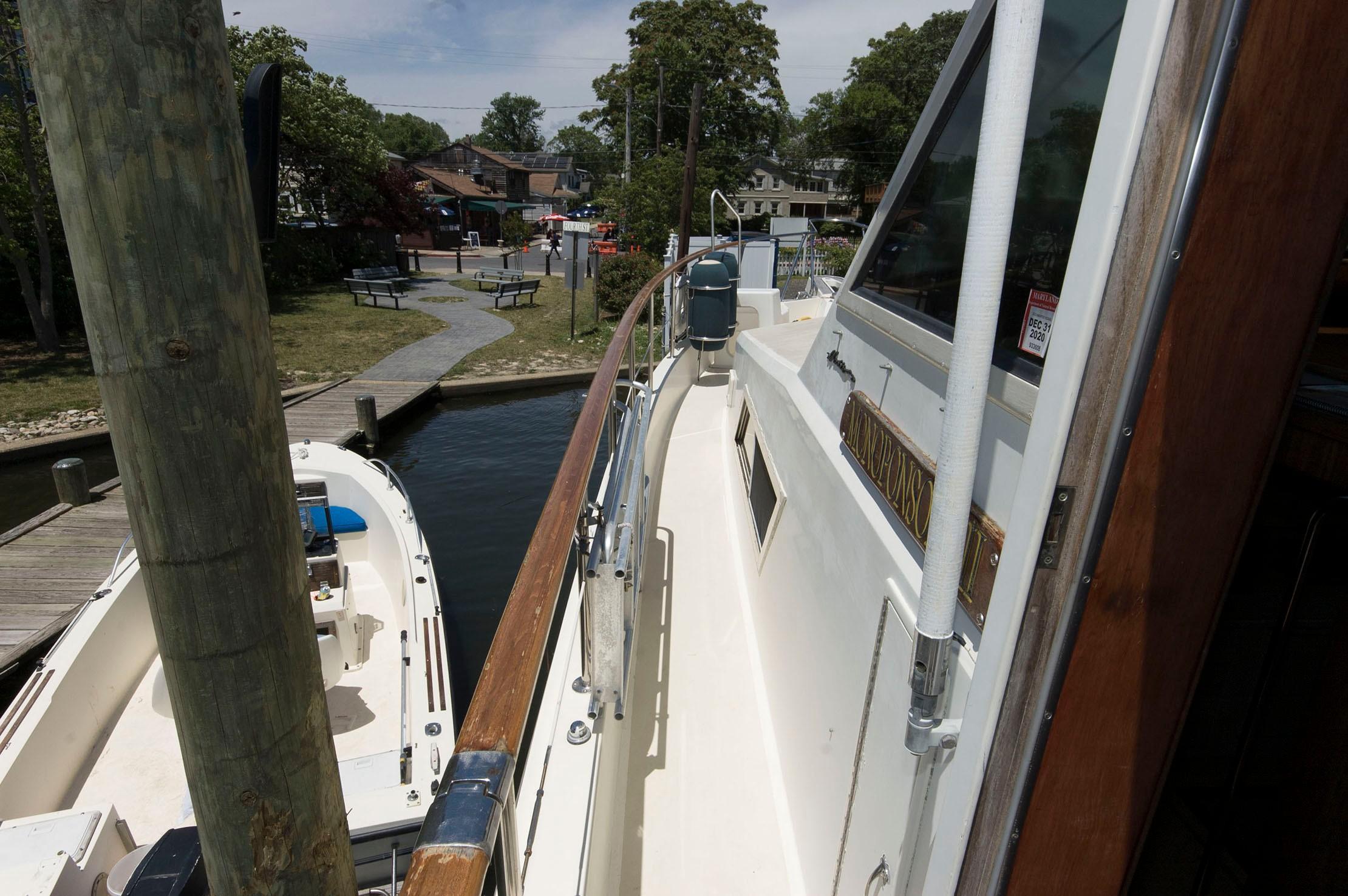 M 5428 PH Knot 10 Yacht Sales