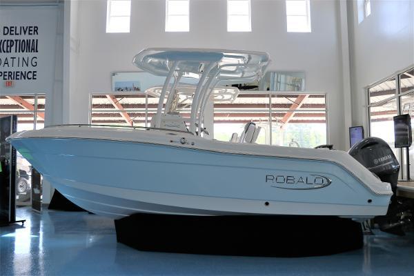2021 Robalo R222 Explorer thumbnail