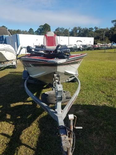 1989 Smoker Craft boat for sale, model of the boat is 17' Fazer & Image # 4 of 11