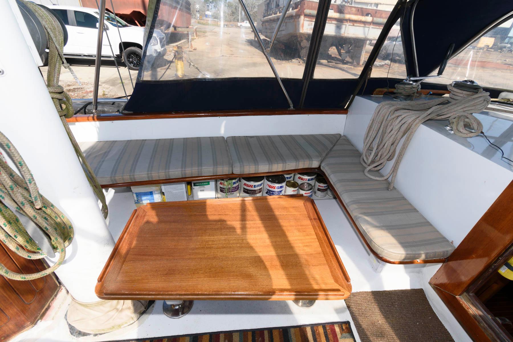 LA 5333 SK Knot 10 Yacht Sales