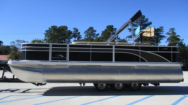 2021 Bennington boat for sale, model of the boat is 22 SF & Image # 4 of 50