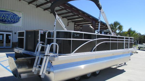 2021 Bennington boat for sale, model of the boat is 22 SF & Image # 5 of 50