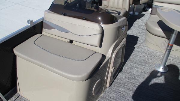 2021 Bennington boat for sale, model of the boat is 22 SF & Image # 11 of 50