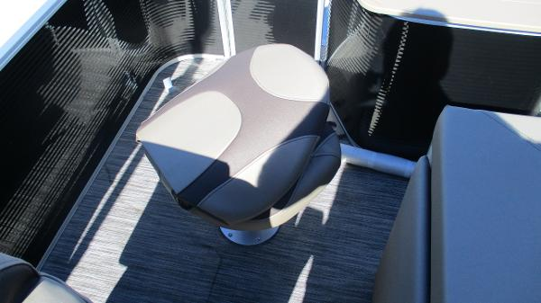 2021 Bennington boat for sale, model of the boat is 22 SF & Image # 13 of 50