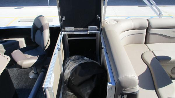 2021 Bennington boat for sale, model of the boat is 22 SF & Image # 20 of 50