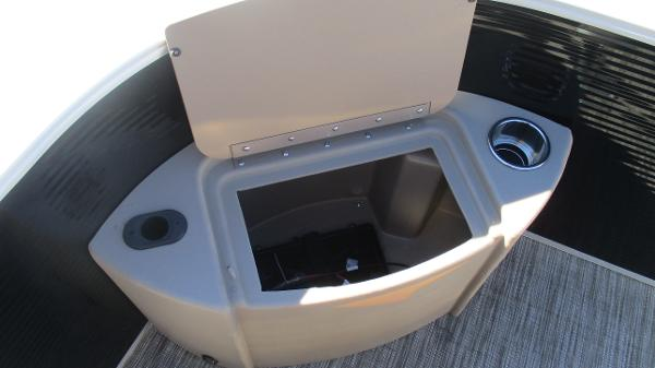 2021 Bennington boat for sale, model of the boat is 22 SF & Image # 40 of 50