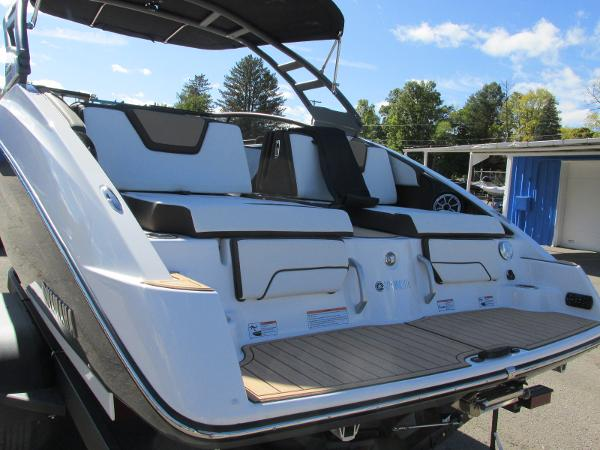 2021 Yamaha boat for sale, model of the boat is 252S & Image # 4 of 41