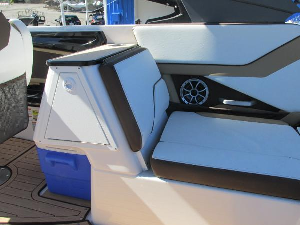 2021 Yamaha boat for sale, model of the boat is 252S & Image # 8 of 41