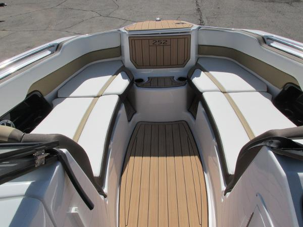 2021 Yamaha boat for sale, model of the boat is 252S & Image # 13 of 41