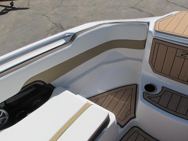 2021 Yamaha boat for sale, model of the boat is 252S & Image # 15 of 41