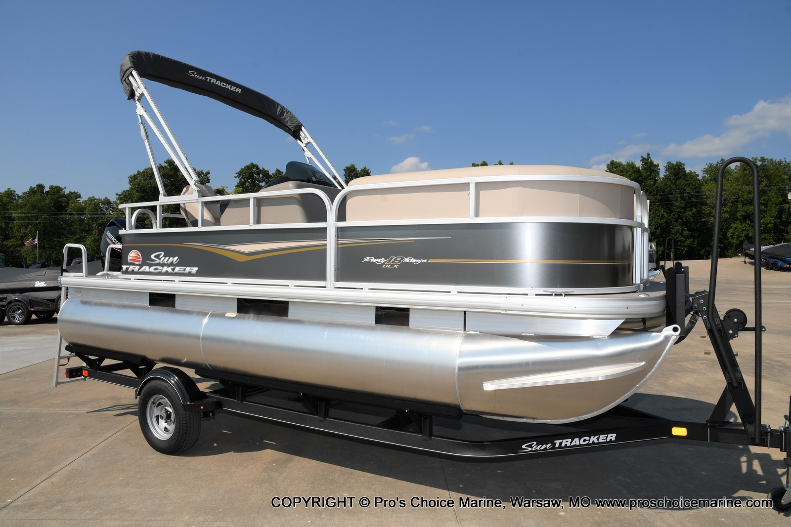 2021 Sun Tracker boat for sale, model of the boat is Party Barge 18 DLX & Image # 1 of 50