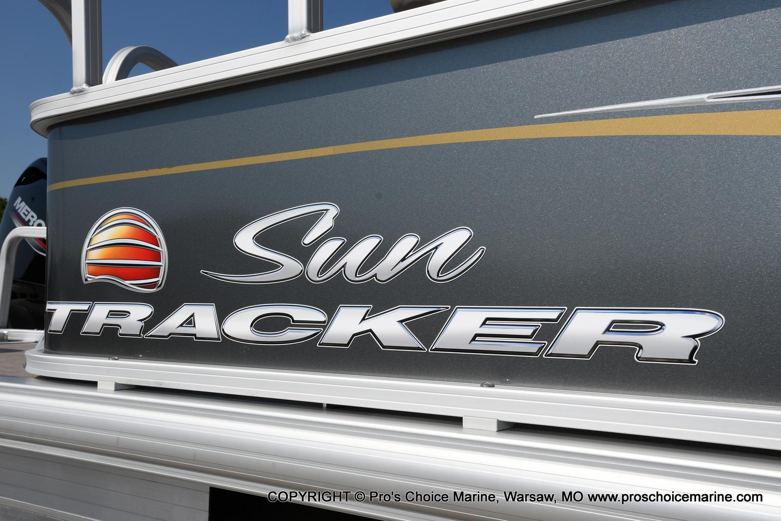 2021 Sun Tracker boat for sale, model of the boat is Party Barge 18 DLX & Image # 12 of 50