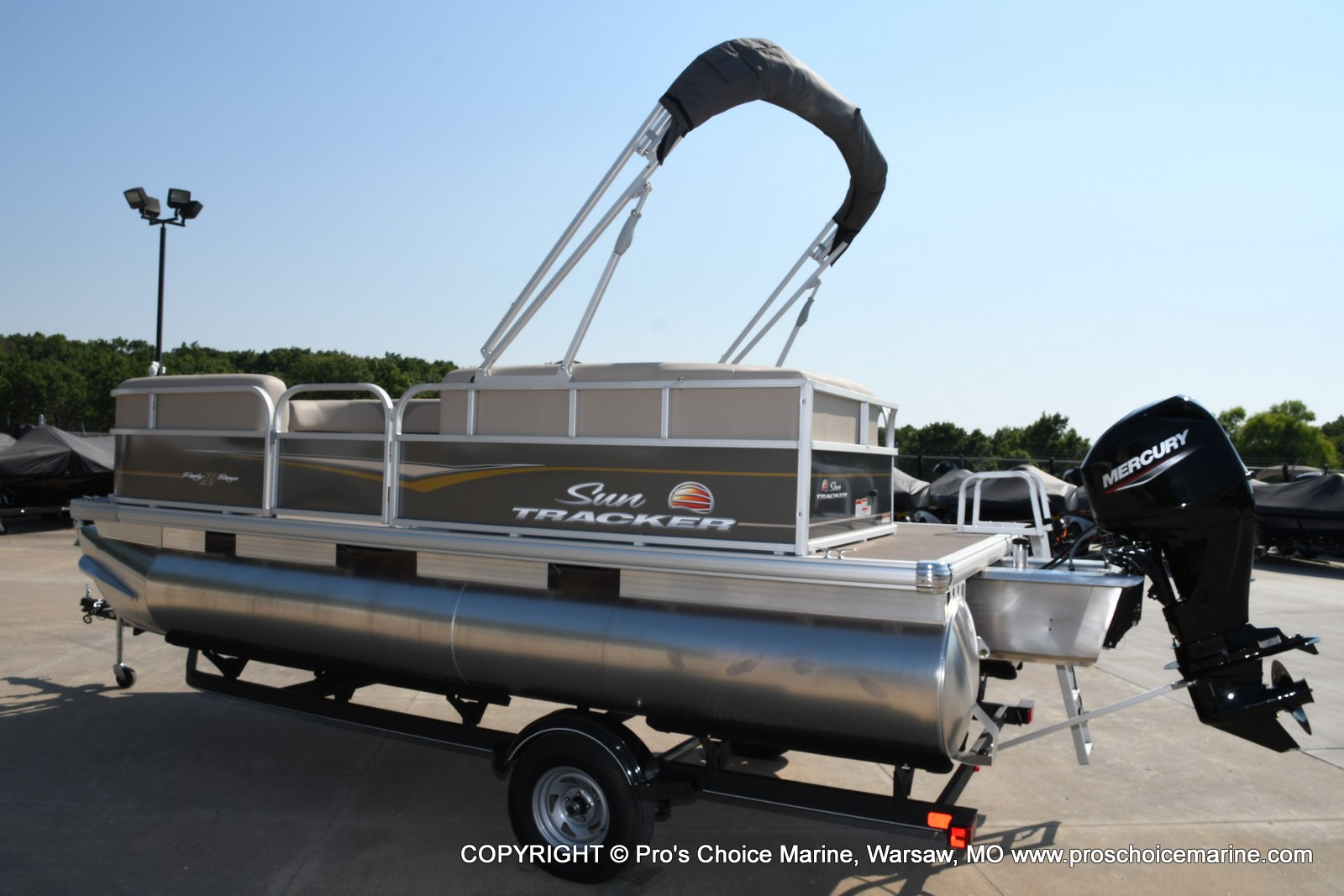 2021 Sun Tracker boat for sale, model of the boat is Party Barge 18 DLX & Image # 14 of 50