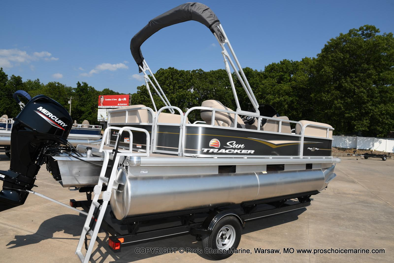 2021 Sun Tracker boat for sale, model of the boat is Party Barge 18 DLX & Image # 2 of 50