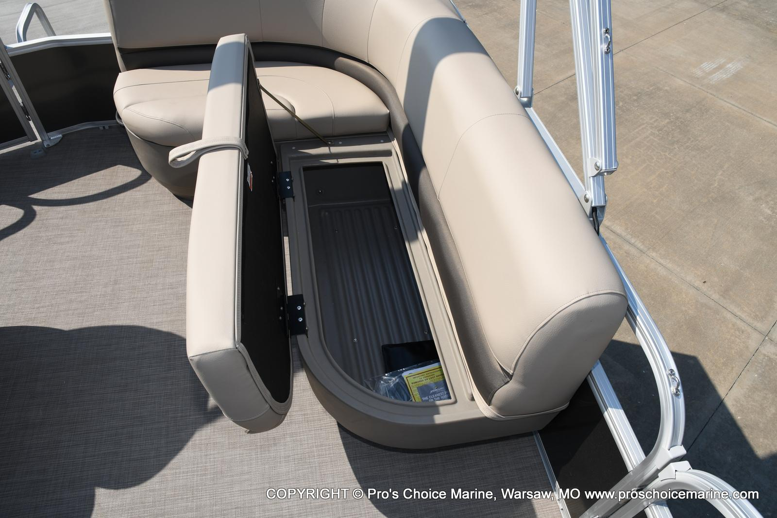 2021 Sun Tracker boat for sale, model of the boat is Party Barge 18 DLX & Image # 7 of 50