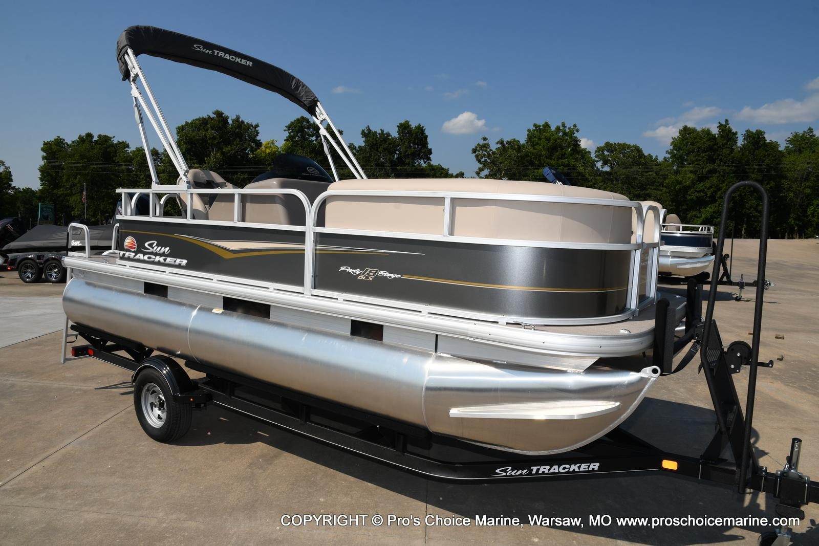 2021 Sun Tracker boat for sale, model of the boat is Party Barge 18 DLX & Image # 27 of 50