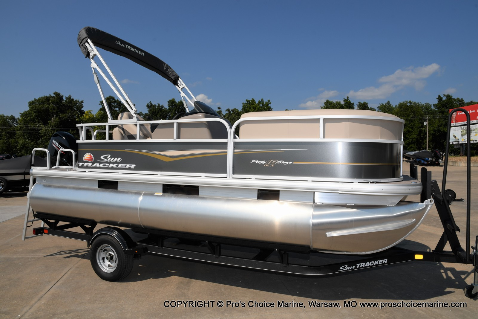 2021 Sun Tracker boat for sale, model of the boat is Party Barge 18 DLX & Image # 28 of 50
