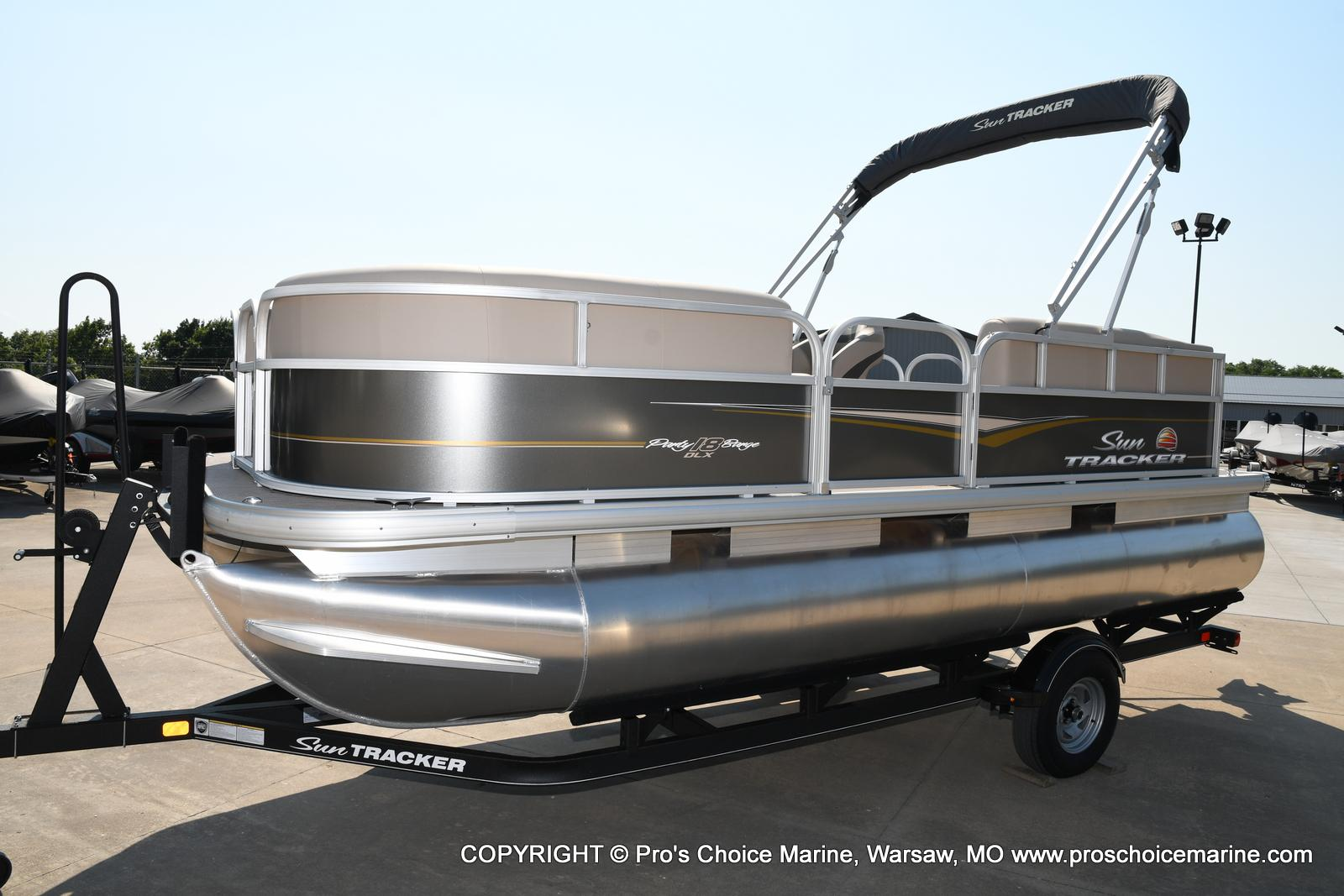 2021 Sun Tracker boat for sale, model of the boat is Party Barge 18 DLX & Image # 35 of 50
