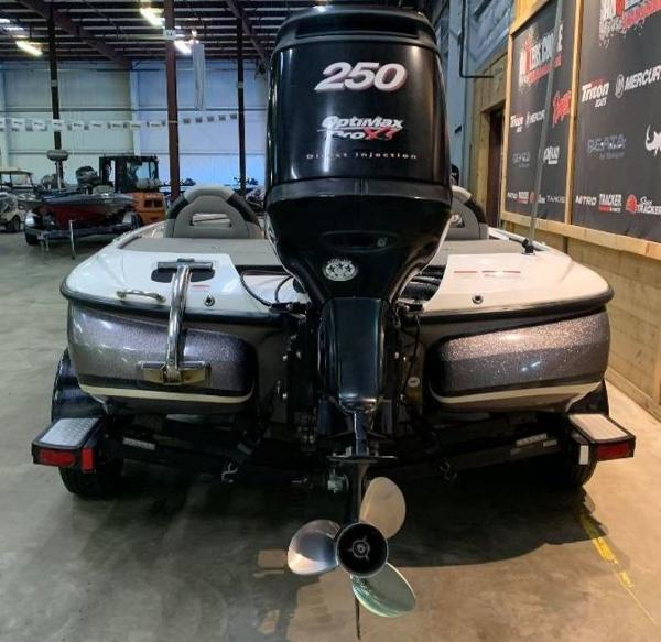 2009 Nitro boat for sale, model of the boat is Z8 & Image # 2 of 11