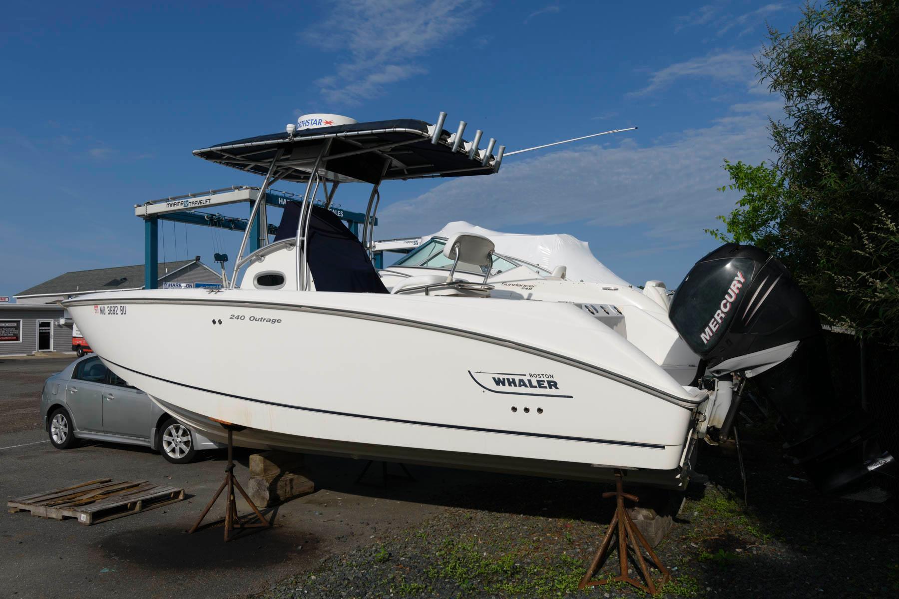 M 6201 WT Knot 10 Yacht Sales