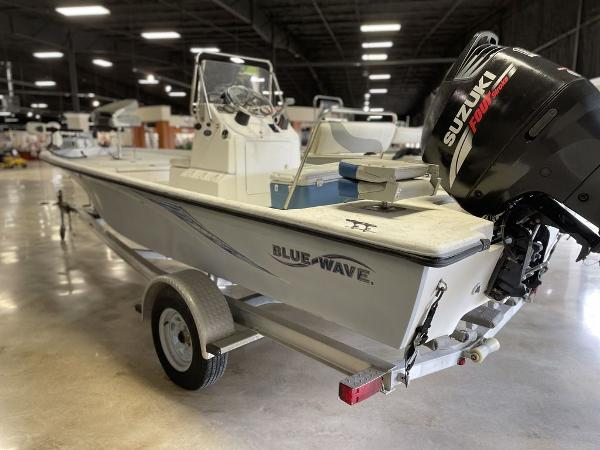 2010 Blue Wave boat for sale, model of the boat is 200 VBAY & Image # 4 of 11